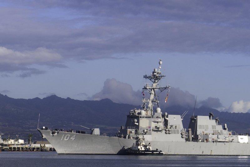 「近年來,針對中華人民共和國的國力擴張,許多美國議員認為美國協助台灣非常重要,而進一步展現對台承諾的做法包括授權新的對台軍售案、軍售程序常規化,以及使美國軍艦訪台『成為法律』,加強美國與台灣的外交與國防聯繫,以盡國會所能『明確支持盟邦台灣』。」圖為斯泰雷特號飛彈驅逐艦。(美國海軍)