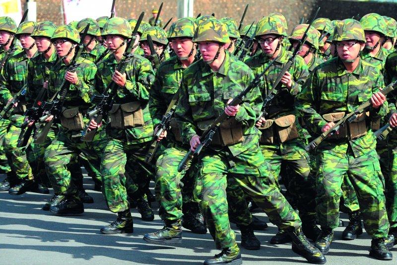 宅神朱學恒認為,國防部若不敢動4個月的軍事訓練役,再怎麼改都沒用。(資料照,林瑞慶攝)
