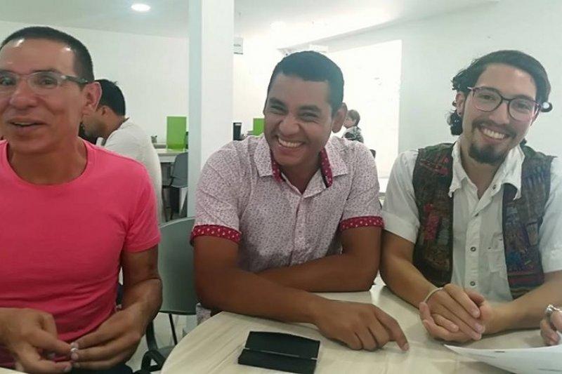 貝穆德斯、羅德里格斯、普拉達(從左至右)成為哥倫比亞獲合法認可的「群婚家庭」首例(取自Manuel José Bermúdez推特)