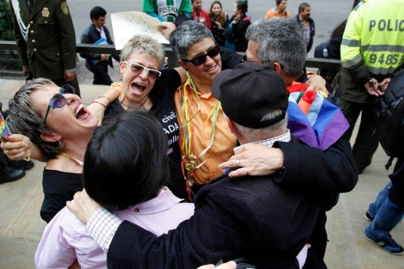 去年4月,哥倫比亞同性婚姻合法化,支持者歡天喜地(AP)