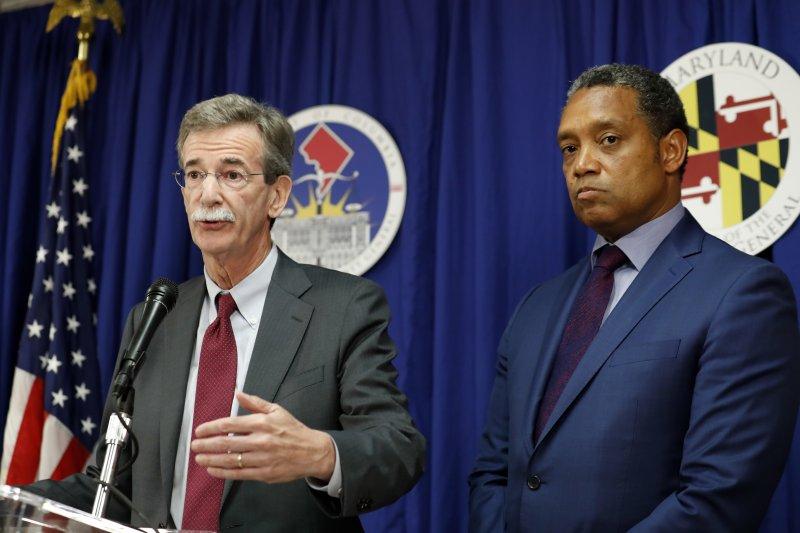 民主黨籍檢察長費洛許(左)和馬里蘭州的民主黨籍檢察長賴辛(右)。(美聯社)