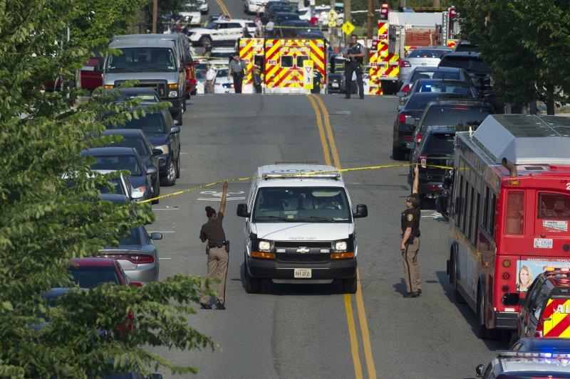 美國維吉尼亞州一座棒球場14日發生槍擊,眾議院共和黨黨鞭史卡利斯中槍。(AP)