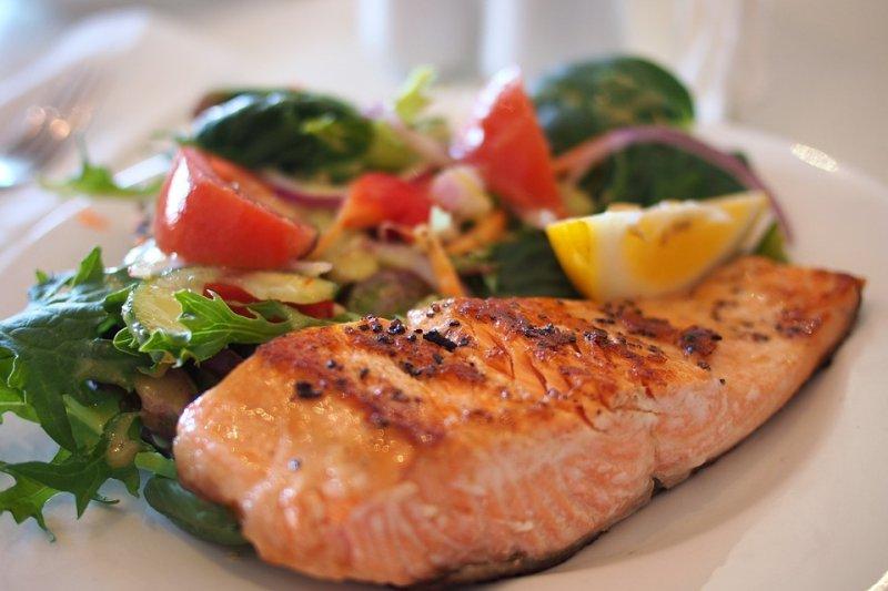 減肥時又碰到必須吃大餐的聚會,依照這幾個原則吃就對啦!(示意圖/Pixabay)