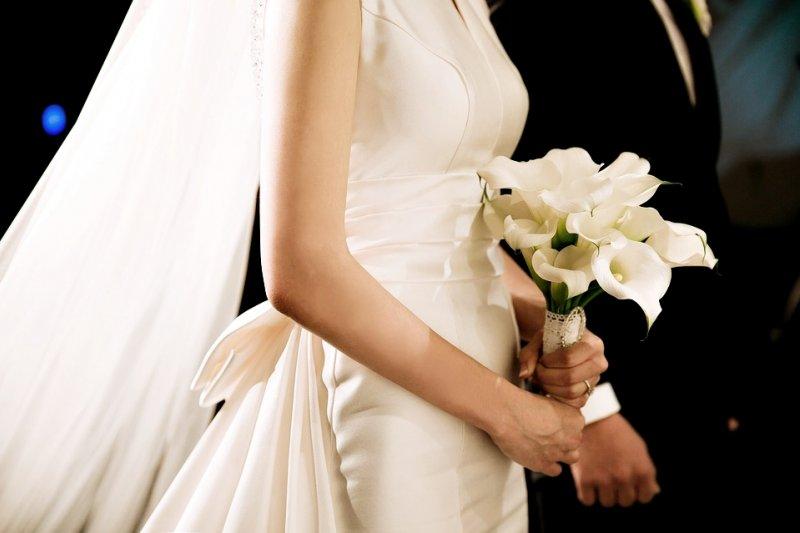 一名與女友交往5年、論及婚嫁的男子,在討論婚事時女方提出了「婚前協議書」,但這些條件真的該簽嗎?(圖/ericaa1215@pixabay)