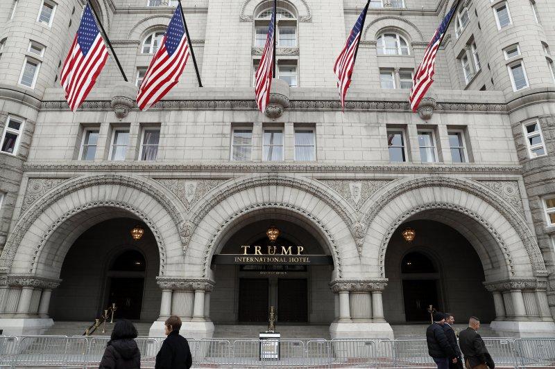 位於美國首善之區華府的「川普國際大飯店」(Trump International Hotel),各國政商名流雲集(AP)