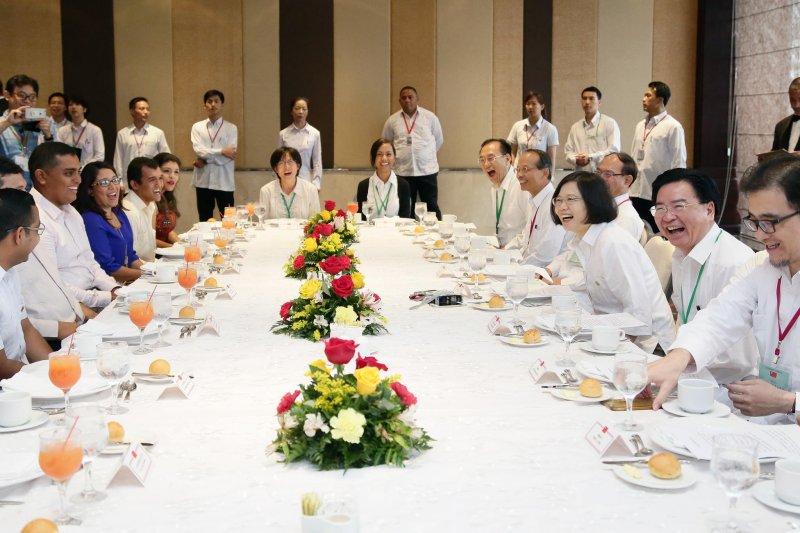 作者指出,「誰」破格任用了趙怡翔為駐美代表處政治組組長,其任用目的及對國家未來的影響,才是真正的關鍵重點。(資料照,取自Vincent Chao臉書)
