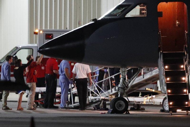 瓦姆比爾搭乘醫療專機,13日返回家鄉俄亥俄州的辛辛那提(AP)