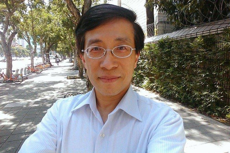 嘉義醫院院長謝景翔昨(15)日發文表示,有位病人患有15公分的褥瘡,北部整形外科卻不願意收治,病人只能南下到嘉義找他求助,感嘆醫療體系崩壞。(取自謝景翔臉書)