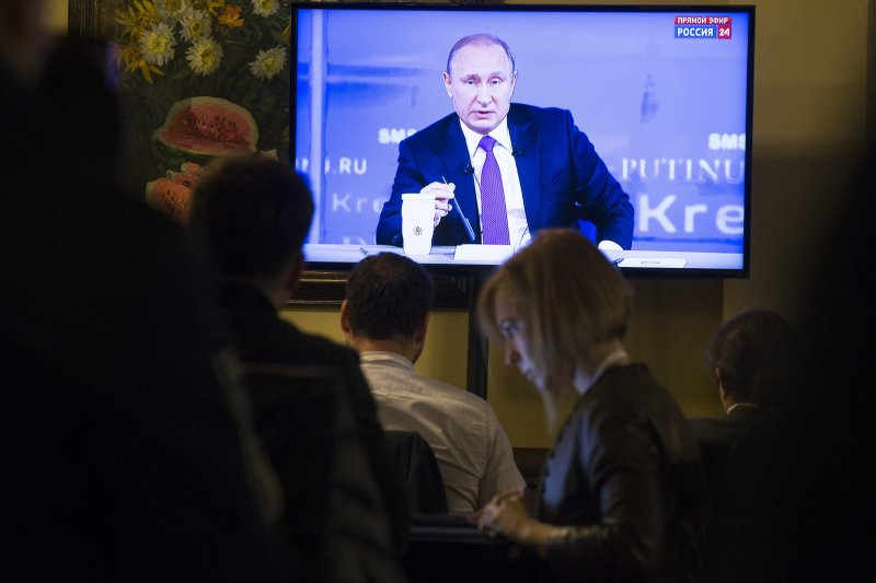 俄羅斯總統普京15日在「直播連線」接受民眾提問(AP)