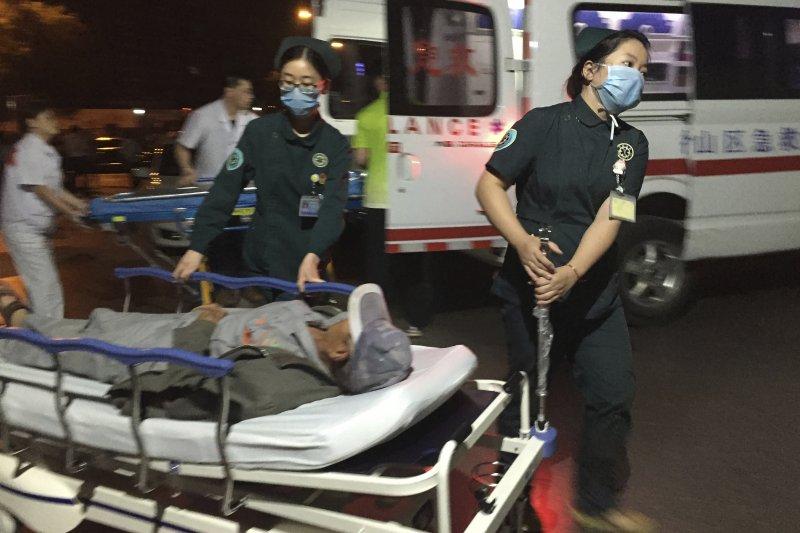 中國江蘇省徐州市豐縣創新幼兒園大門外15日發生爆炸事件,造成8人死亡,65人受傷,其中8人重傷。(AP)