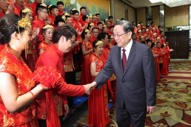 2017-06-18-17日下午中共政協主席俞正聲出席兩岸50對新人的集體婚禮-王偉力提供