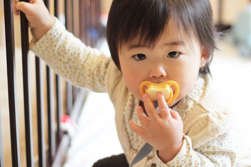 「很多爸媽都想說,這麼小的孩子就是吃飽睡、睡飽吃,但不是啊!他們眼睛看來看去,想探索這個世界耶!」(圖/MIKI Yoshihito@Flickr)