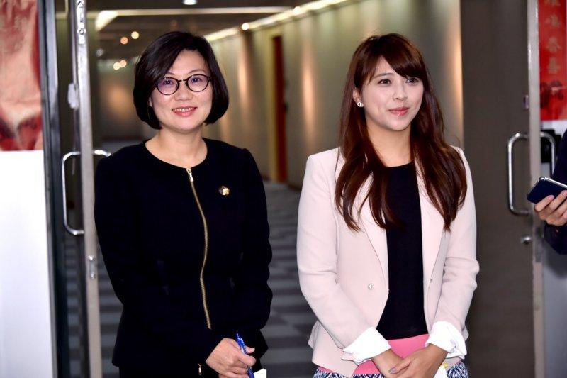 2017-06-19-台北市政府公布「台北-上海雙城論壇」將於7月2日舉行。北市大陸小組執行秘書饒慶鈺(左)。北市府副發言人陳思宇(右)。(北市府提供)