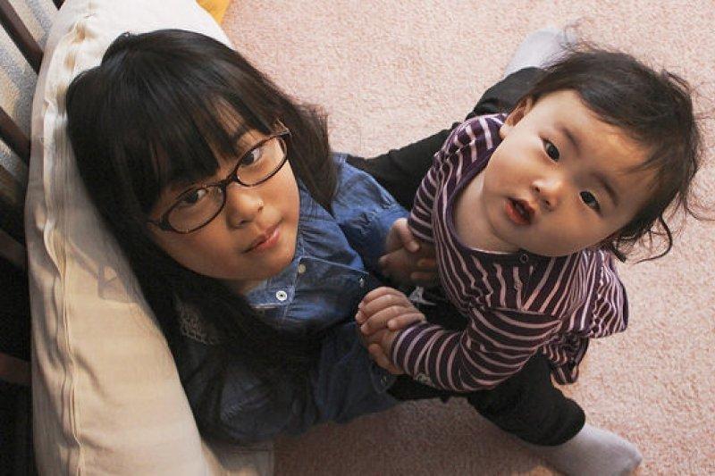 在導引孩子長大過程中,請奉行「慢養」策略,給孩子高品質的陪伴。(圖/MIKI Yoshihito@flickr)