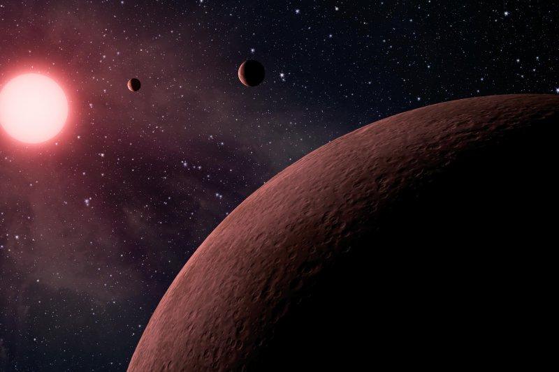 NASA19日宣布,克卜勒太空望遠鏡發現219顆疑似系外行星,其中有10顆是處於適居帶的類地行星,行星大小和溫度都與地球類似,適合孕育生命。(美聯社)