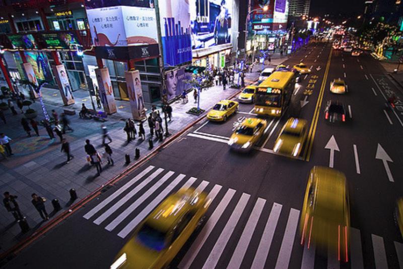 在繁忙的現代生活裡,人類必須要停下來思考攸關世界的課題(圖 / Vincent Chen @ flickr)