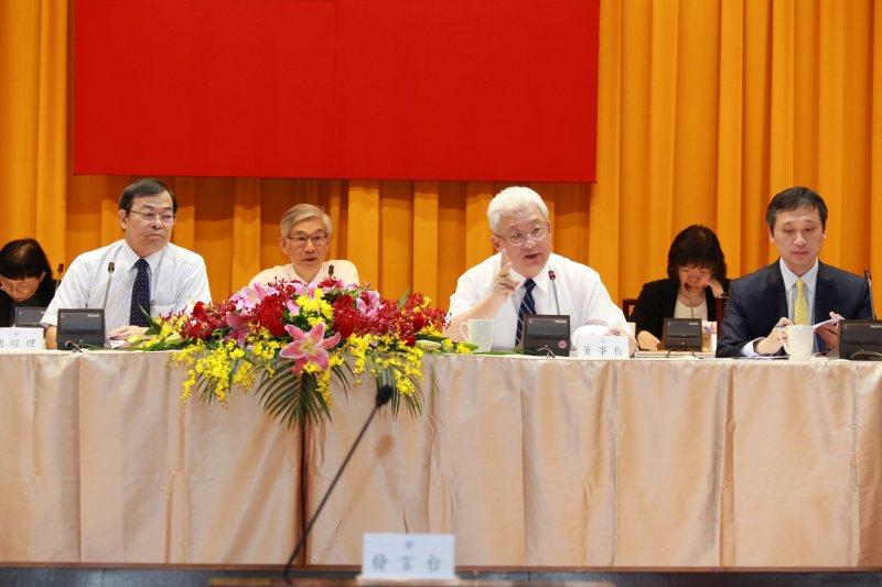 台電舉行106年股東常會由台電董事長朱文成(中)主持。(台電提供)