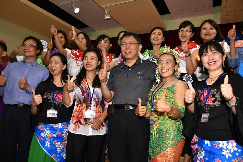 台北市長柯文哲表示,學閩南語除了跟婆婆關係變好外,去菜市場買菜也可以變得比較便宜。(圖由台北市政府提供)