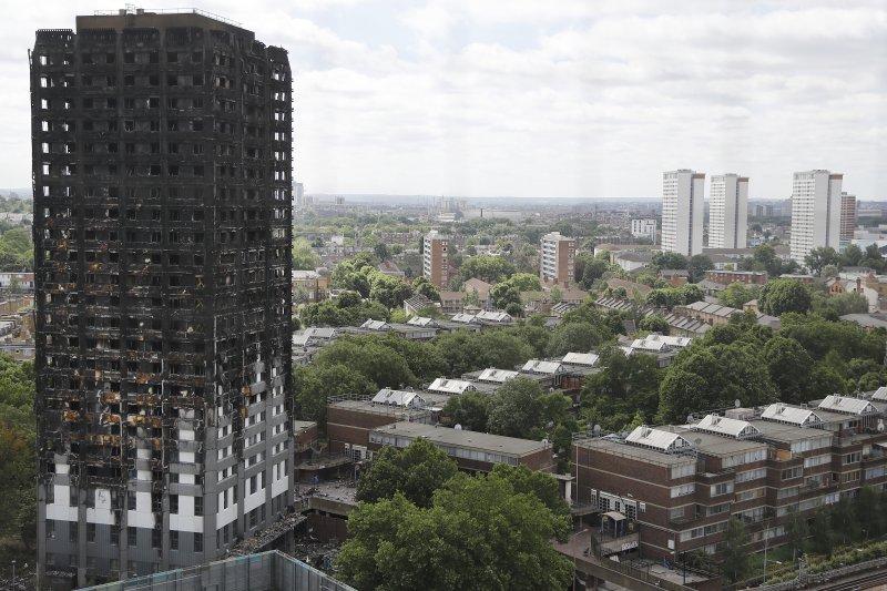 2017年6月14日,英國首都倫敦格倫費爾大樓(Grenfell Tower)發生大火,造成慘重死傷(AP)