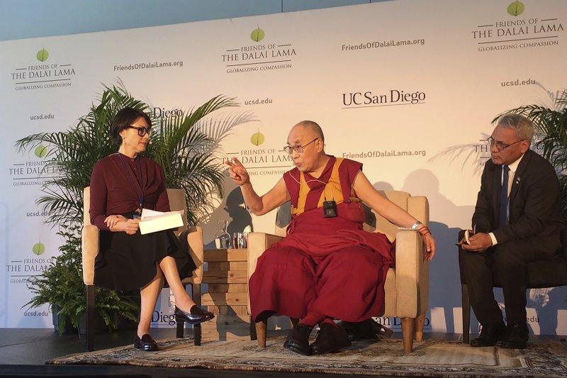 2017年6月16日,西藏精神領袖達賴喇嘛在美國加州大學聖地牙哥分校(UC San Diego)發表演講(AP)