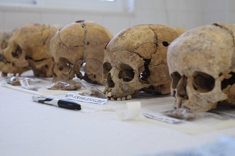 1974年賽普勒斯(Cyprus)分裂為南北,當時希臘裔與土耳其裔的種族衝突奪走許多人的生命,至今有的人的骸骨尚未被找回,CMP預估的已知失蹤人數高達2001人。(AP)