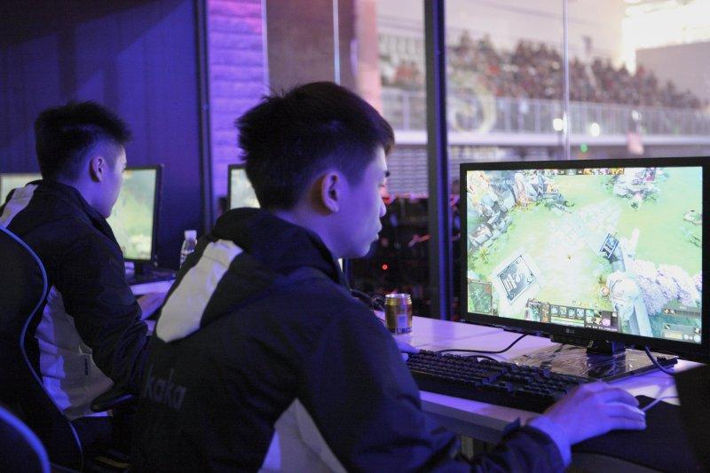 一項美國新研究發現,美國年輕男性在過去15年裡的工作時間大幅減少,罪魁禍首是電子遊戲。圖僅為示意。(資料照,新華社)