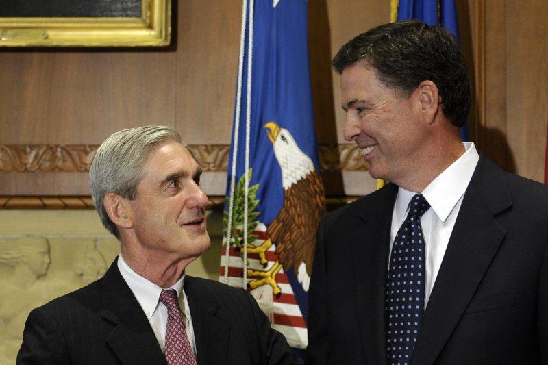 美國總統川普稱,特別檢察官穆勒(左)與前FBI局長柯密(右)有私交,暗指審查不公(AP)