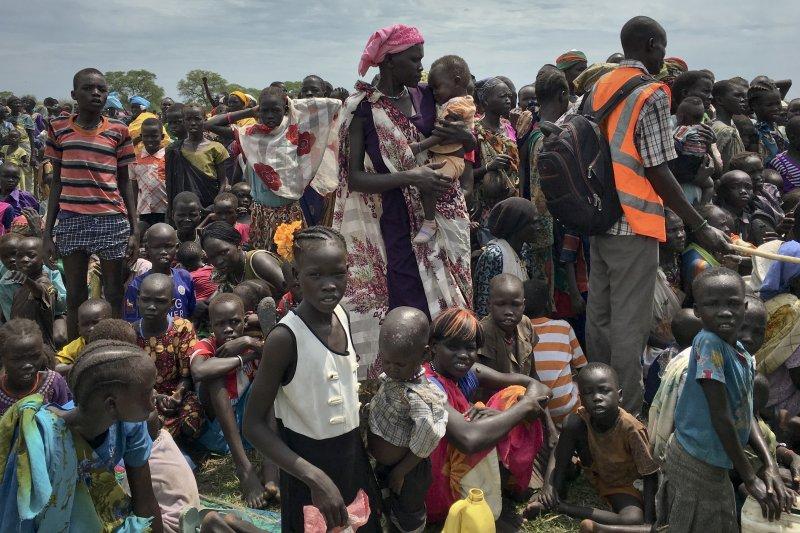 聯合國在南蘇丹的瓊萊州(Jonglei state)準備發放物品與食物。(美聯社)