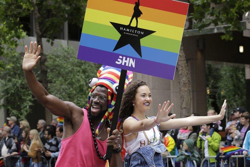 紐約同志驕傲遊行:人氣百老匯音樂劇《漢密爾頓》演員也現身參與(AP)