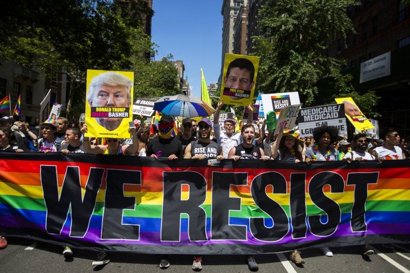 紐約同志驕傲遊行:由於適逢紐約選舉年,今年遊行政治味特別重(AP)