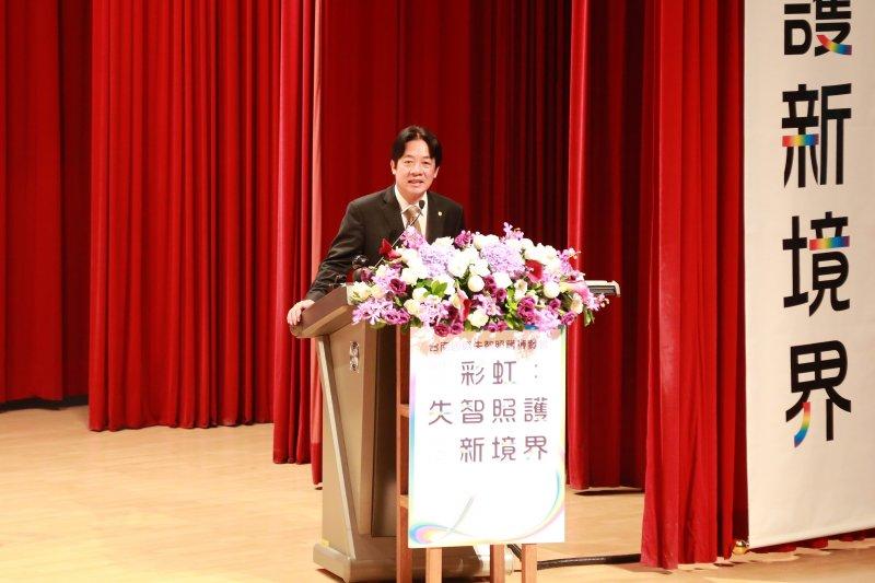 台南市長賴清德肯定失智照護博覽會的舉辦並感謝相關單位的付出。(圖/台南市政府提供)