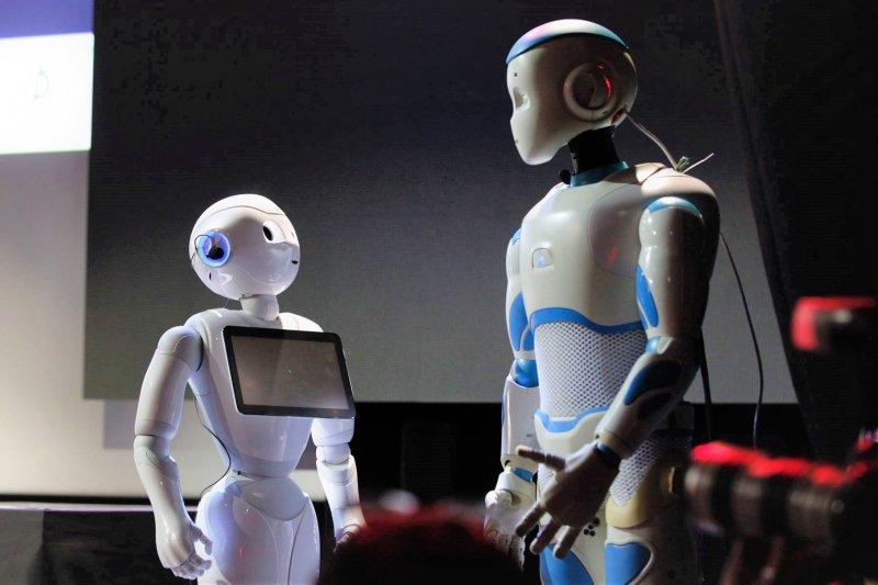 金融、科技業紛紛預測,在不久的將來,數千萬個職缺將面臨自動化的威脅,MIT教授教你該如何因應這種狀況。(圖/SoftBank Robotics Europe@facebook)