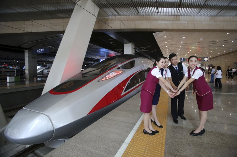 中國新一代高鐵動車組「復興號」。(美聯社)