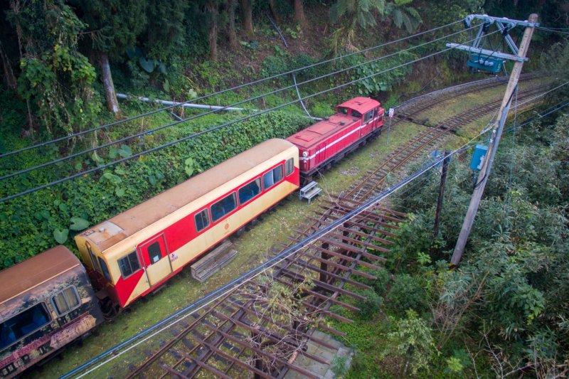 農委會將修復阿里山森林鐵路第一年度預算,全工程分3年施工,109年底可望完工,屆時將可全線通車。(資料照,嘉義林管處提供)