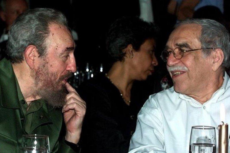 馬奎斯(右)與古巴前領導人卡斯楚是莫逆之交。(美聯社)