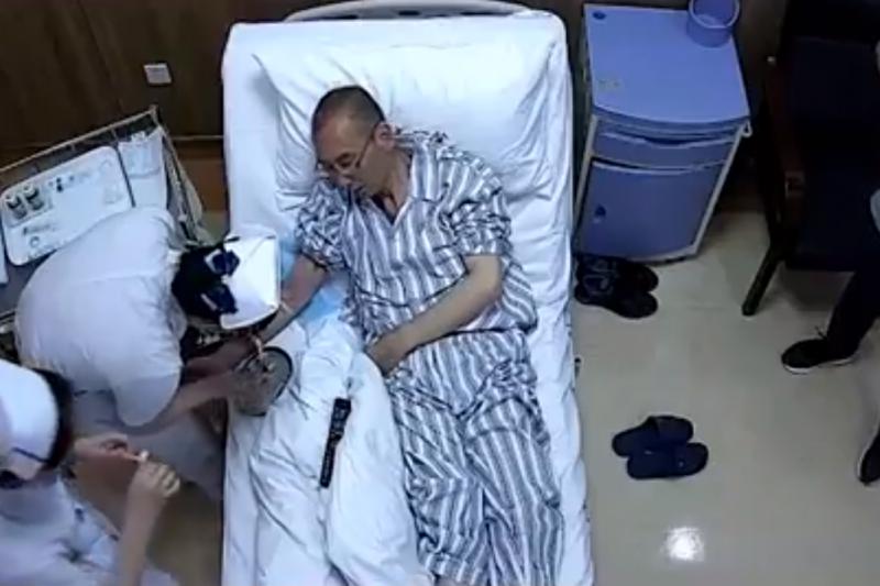 網路流出的劉曉波在獄中接受健檢影片。