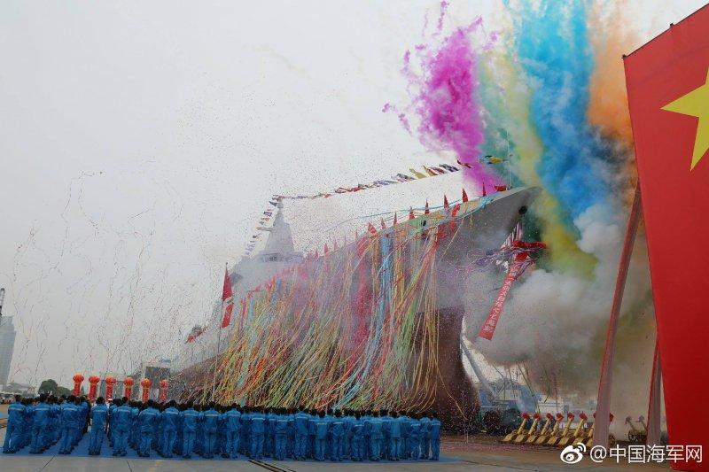 中國055型驅逐艦正式下水,這也是中國新一代萬噸級驅逐艦。