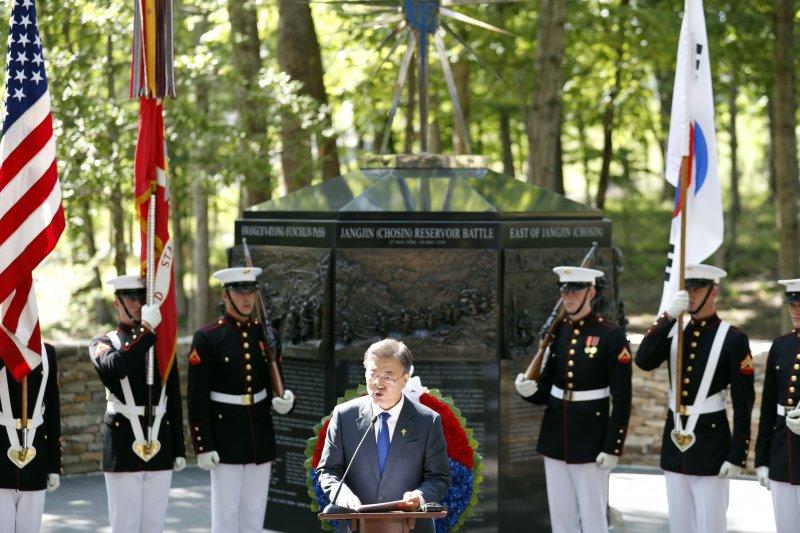 南韓總統文在寅在長津湖戰役紀念碑前發表演說(AP)