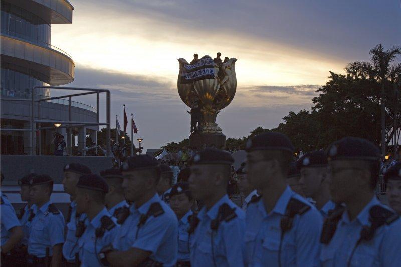 因應中國國家主席習近平訪港,香港增派大量警力進行維安任務。(美聯社)
