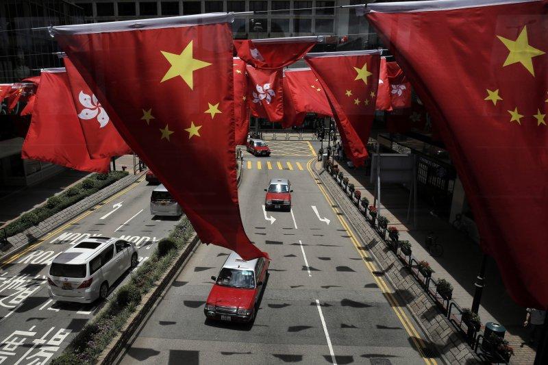 中國天朝主義壓制香港的政治自由,當然是媒體的普遍標題,但經濟上中國因素在香港的擴張,也是另一個焦點。(資料照,美聯社)