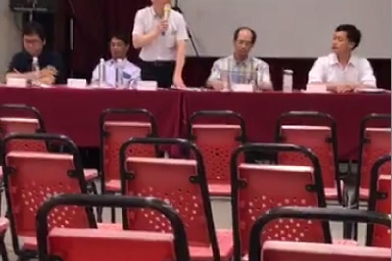 南鐵北區二公聽會,官員面對空蕩蕩的會議室繼續走程序。(陳致曉提供)