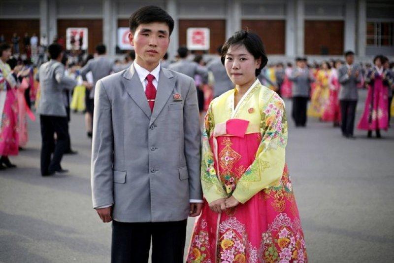 北韓民眾對領導人的忠誠舉世聞名,這位攝影師深入其中,從民眾口中聽見最真實的崇拜...(圖/遠見雜誌提供)