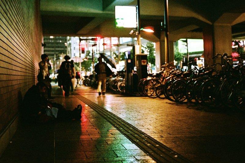 如果不曾和街友談話過,或許你一輩子都不會知曉,他們其實都藏著精采曲折的生命故事(圖/Toomore Chiang@flickr)