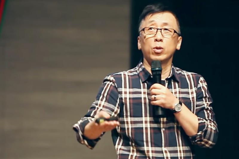 2020大選結束,作家苦苓宣布不再上政論節目。(資料照,取自Youtube)