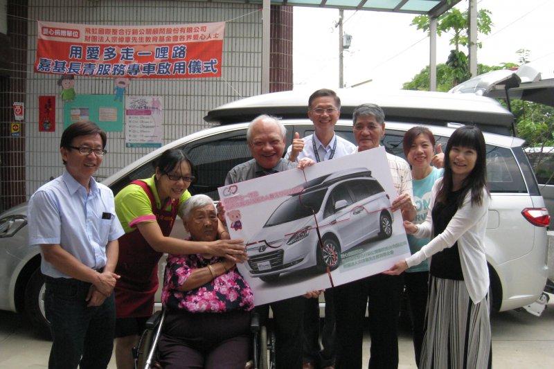 偏鄉長照交通窘境被看見,嘉義基督教醫院獲捐復康巴士。(圖/嘉基醫院提供)