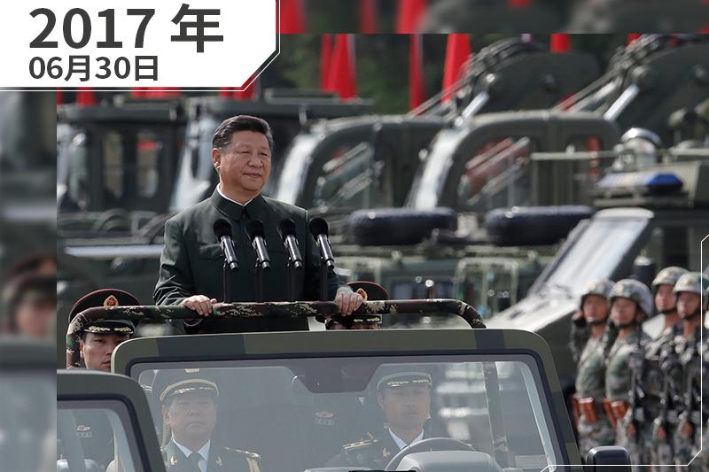 2017年6月,香港,中國國家主席習近平檢閱解放軍駐港部隊(AP)
