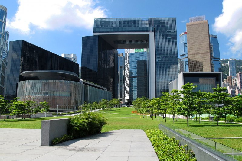 現在香港政府總部及立法會綜合大樓就是舉行回歸儀式的添馬艦露天空地。(Wing1990hk@wikipedia/CC BY 3.0)