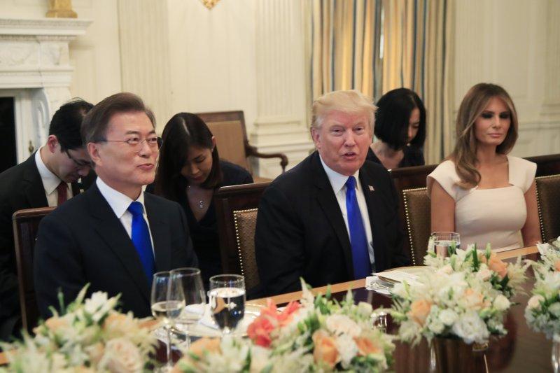 南韓總統文在寅與美國總統川普29日下午在白宮會面,川普晚間在白宮設國宴歡迎文在寅夫婦(AP)