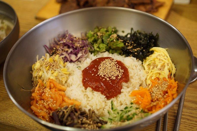 韓式拌飯示意圖,長久以來,南韓總統設宴款待外賓時,都青睞韓式拌飯這道佳餚。(Pixabay)