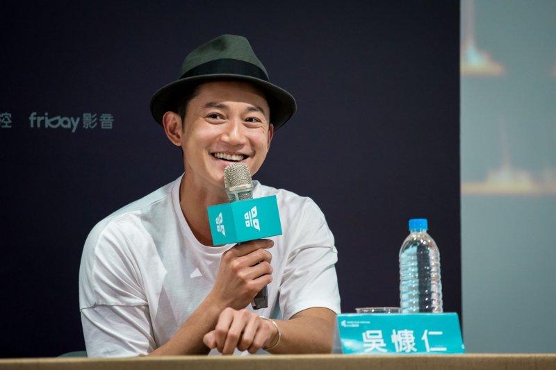 今年的「台北電影節」大使吳慷仁,在入圍強片《白蟻:慾望迷惘》裡一場自慰戲的長鏡頭,瘦骨嶙峋的背影令人瞠目驚心。(圖/台北電影節@facebook)
